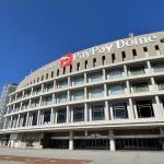 福岡ソフトバンクホークスの本拠地、福岡PayPayドームの外観です。円形のコロッセオの様な形をしています。上部には、FUKUOKA PayPay Domeと書かれています。