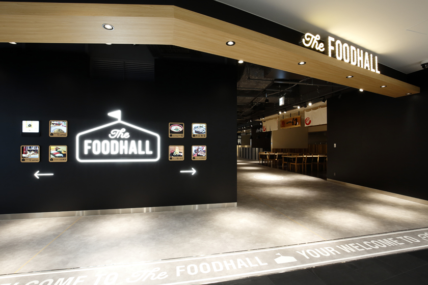 BOSS E・ZO FUKUOKA内にある飲食店街The FOODHALLの入り口です。黒色の壁にThe FOODHALLのサインが光輝いています。