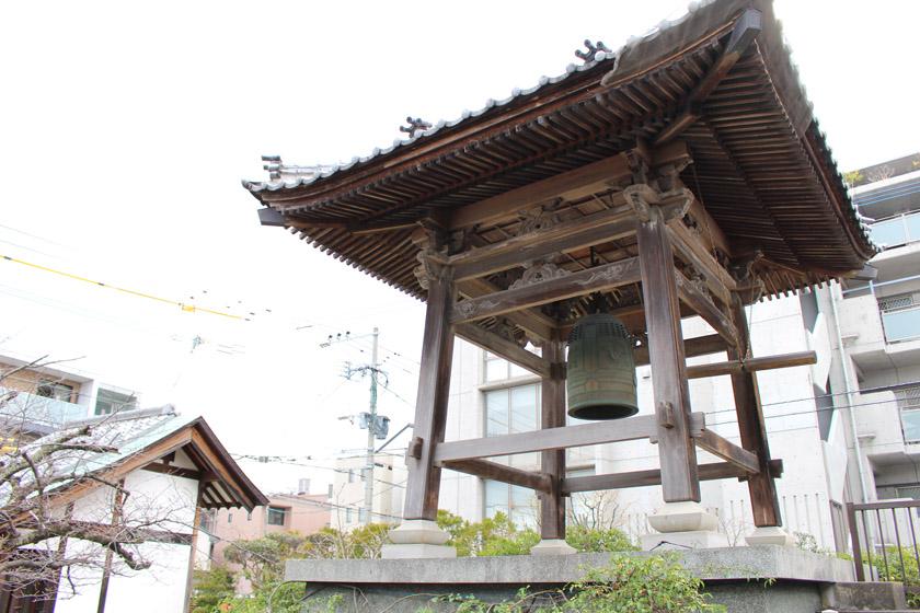 唐人町にある正光寺の鐘楼です。