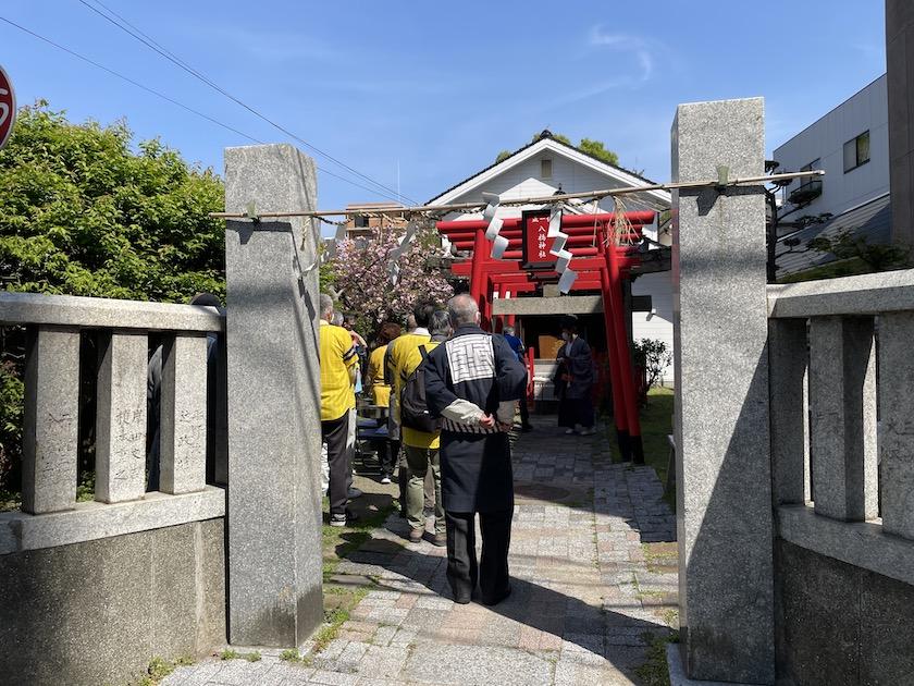八橋神社の境内で福岡ソフトバンクホークス優勝祈願祭が行われていて、当仁校区の住民の方々が参加されています